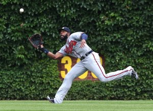 Atlanta Braves' Jason Heyward catches a line drive hit by the Chicago Cubs' Starlin Castro in the third inning at Wrigley Field in Chicago. (Chris Sweda/Chicago Tribune/MCT)