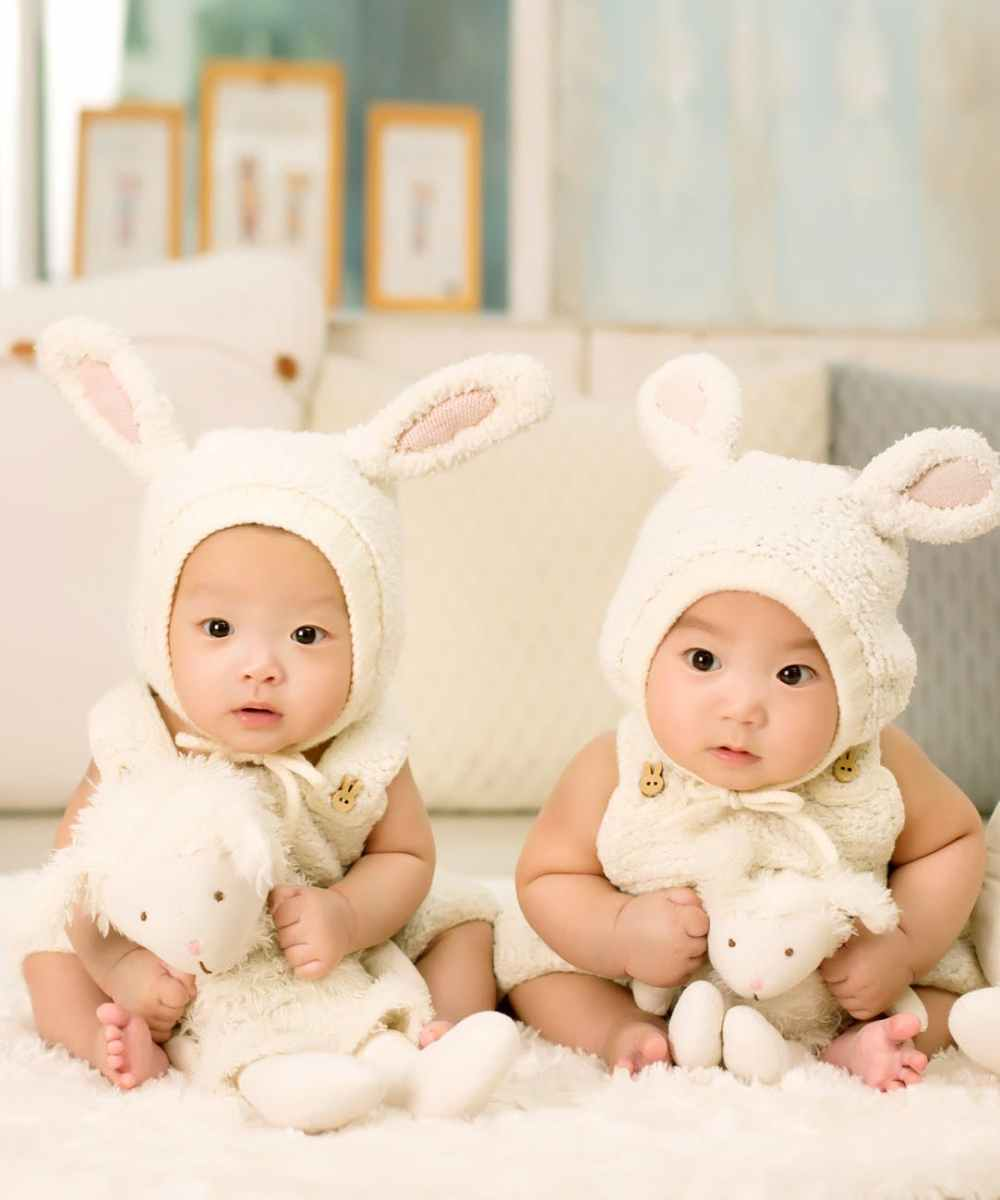 baby-twins-brother-and-sister-one-hundred-days.jpg